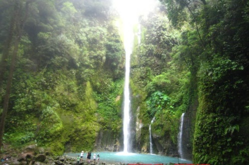 Air-Terjun-Dwi-Warna