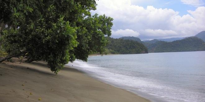 obyek-wisata-pantai-amai-di-papua.jpg